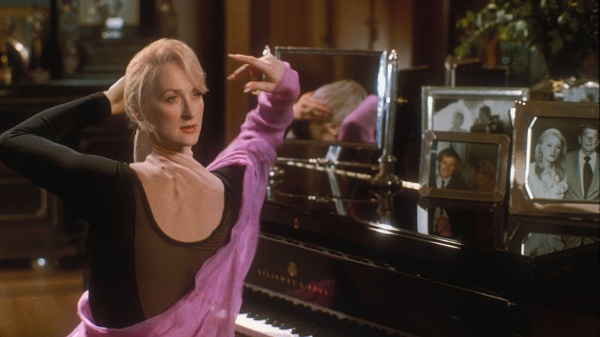 Head stretching and stomach holes: re-visiting the visual effects of 'Death  Becomes Her' – vfxblog