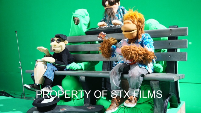 HappytimeMurders_greenscreen1